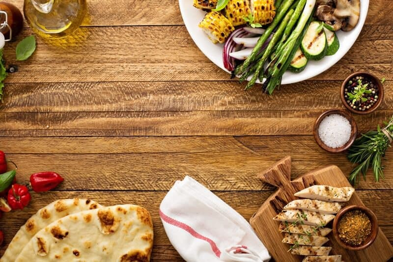 There are ways to make the process of preparing a family dinner run much more smoothly. Check out these 6 genius ways to streamline your family dinner.