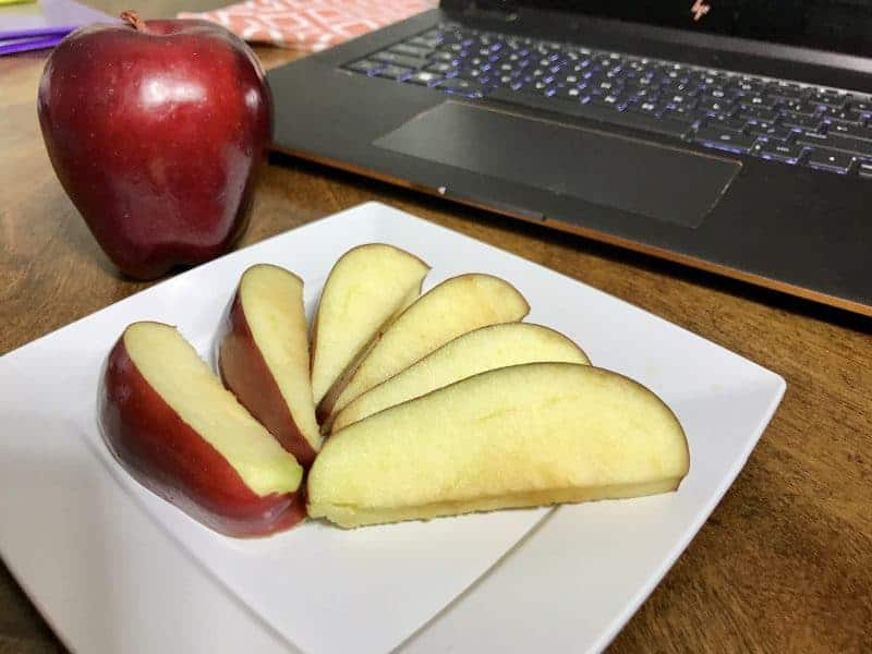 Use saltwater to prevent apples from browning