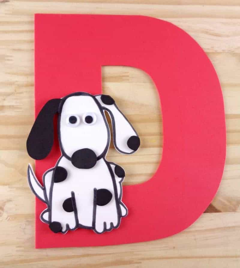 Letter D is for dog craft with printable - part of our letter of the week craft series, designed to foster letter recognition in toddlers and preschoolers.