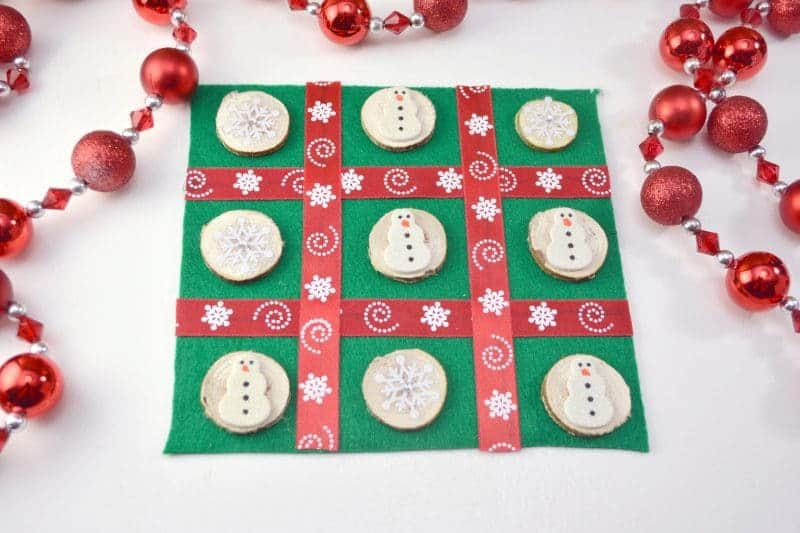 This DIY Christmas Tic Tac Toe board is an easy to make holiday craft perfect for the kids to make as homemade gifts for their classmates and friends.