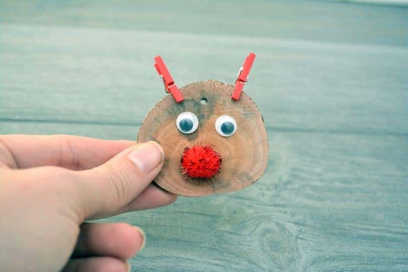 This DIY rustic wood slice Rudolph the red nosed reindeer ornament is easy to make and will look great on your Christmas tree.