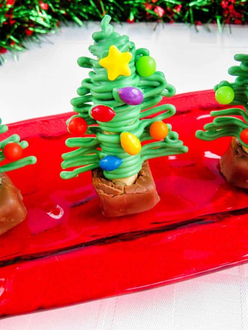 Are you looking for a fun and easy Christmas treat that the kids will go wild for? These Christmas tree treats are perfect!