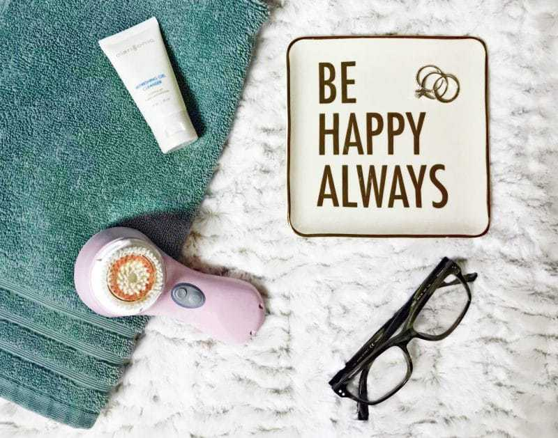 Treat yourself this season with the Clarisonic Mia 2. One minute per day is all it takes to improve the appearance and texture of your skin.