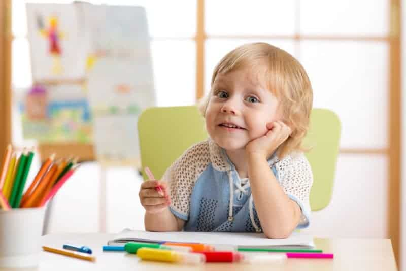 As parents, we want to do what we can to do what we can to help increase our children's creativity and imagination. Help foster creativity in your children at home with these 5 tips.