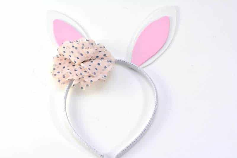 Get in the Easter spirit with this easy no sew DIY Bunny Ears Headband. This easy bunny headband craft is perfect for boys and girls alike, as the flower can be left out or replaced with a little top hat!