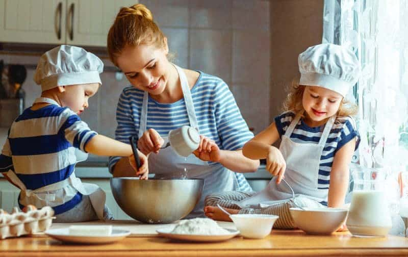 There are many benefits of cooking with kids. So, why not invite your children into the kitchen to make these 3 kid-friendly recipes?!