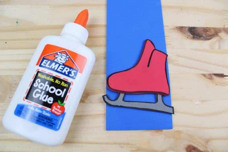 Glue the skate onto the letter I.