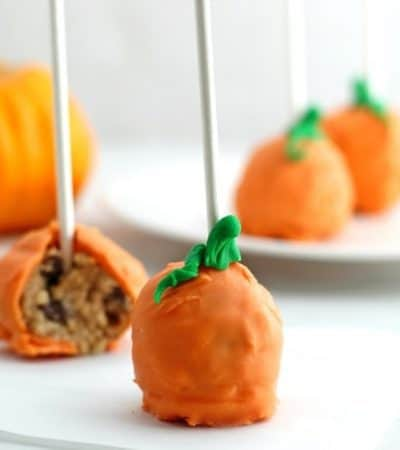 Pumpkin pops are a perfect treat for a Halloween party. These pumpkin-shaped cookie dough pops are easy to make, no oven necessary!