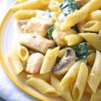 One Pot Creamy Spinach Chicken Pasta
