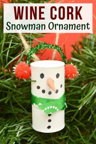 Wine cork snowman ornaments are an easy Christmas craft project great for adults and children alike. Plus, they are a great way to upcycle old wine corks!