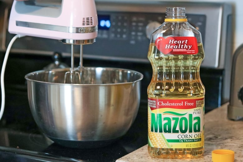 Making a Cake with Mazola Corn Oil