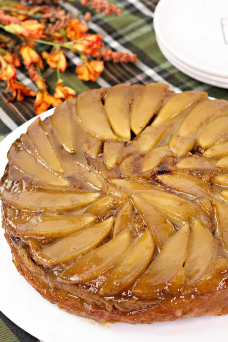 Apple Upside Down Cinnamon Roll Cake