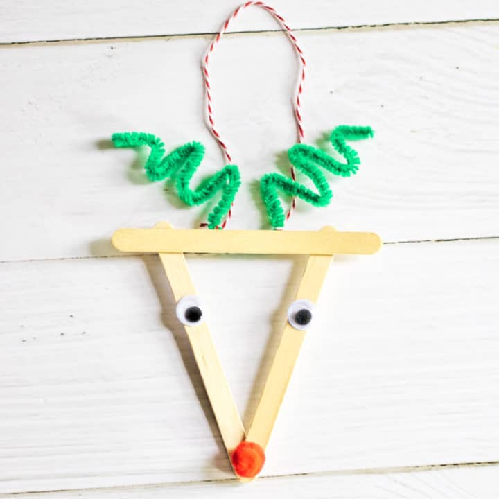 reindeer Christmas ornament with popsicle sticks